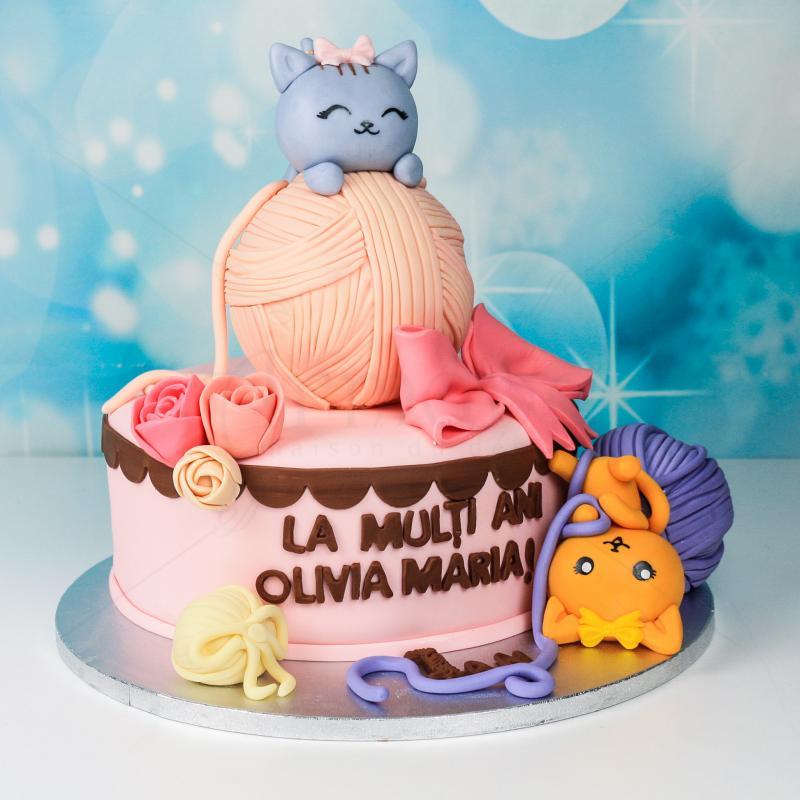 Tort roz cu pisicute si ghem