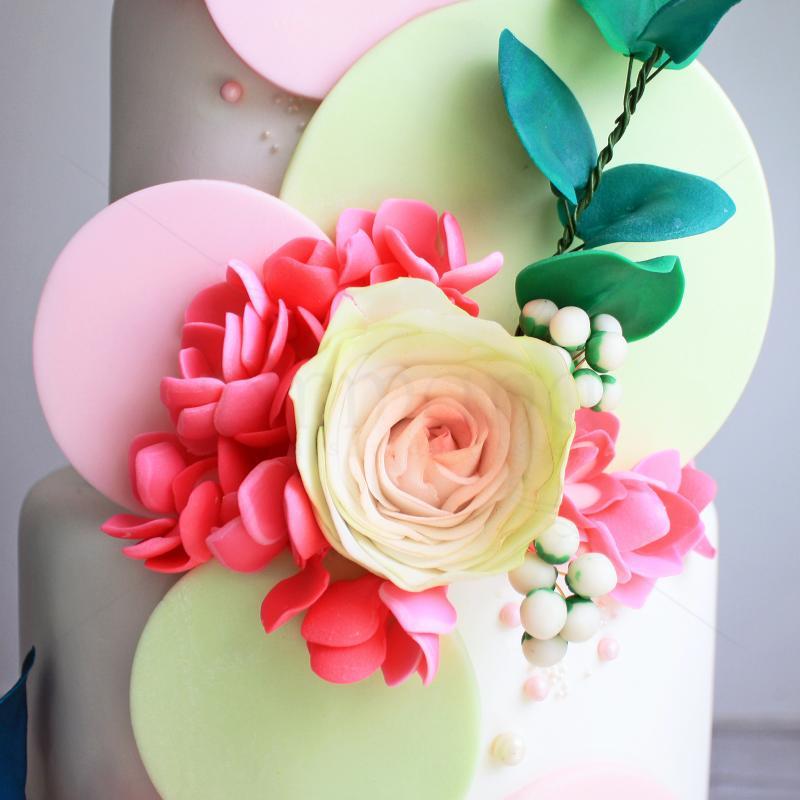 Tort Luxury de nunta cu flori si decoratiuni pastelate