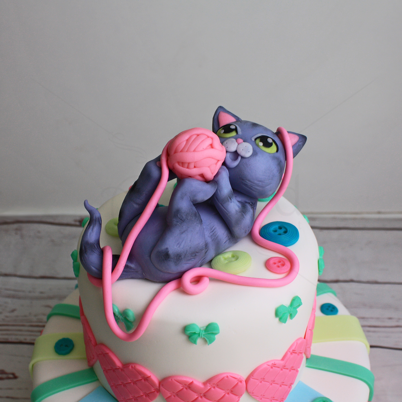 Tort pisicuta jucausa cu ghem de ata