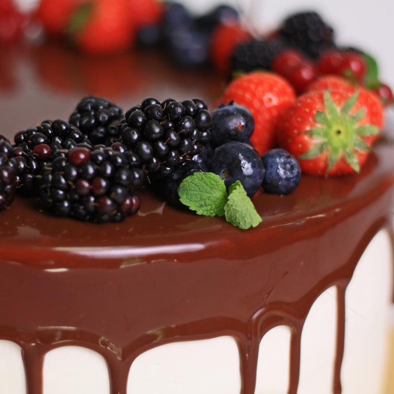 Tort frosting cu ciocolata scursa