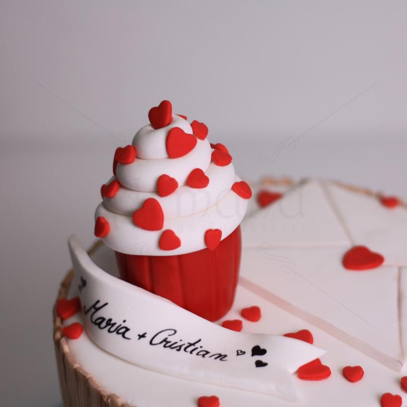 Tort cupcake inimioare rosii