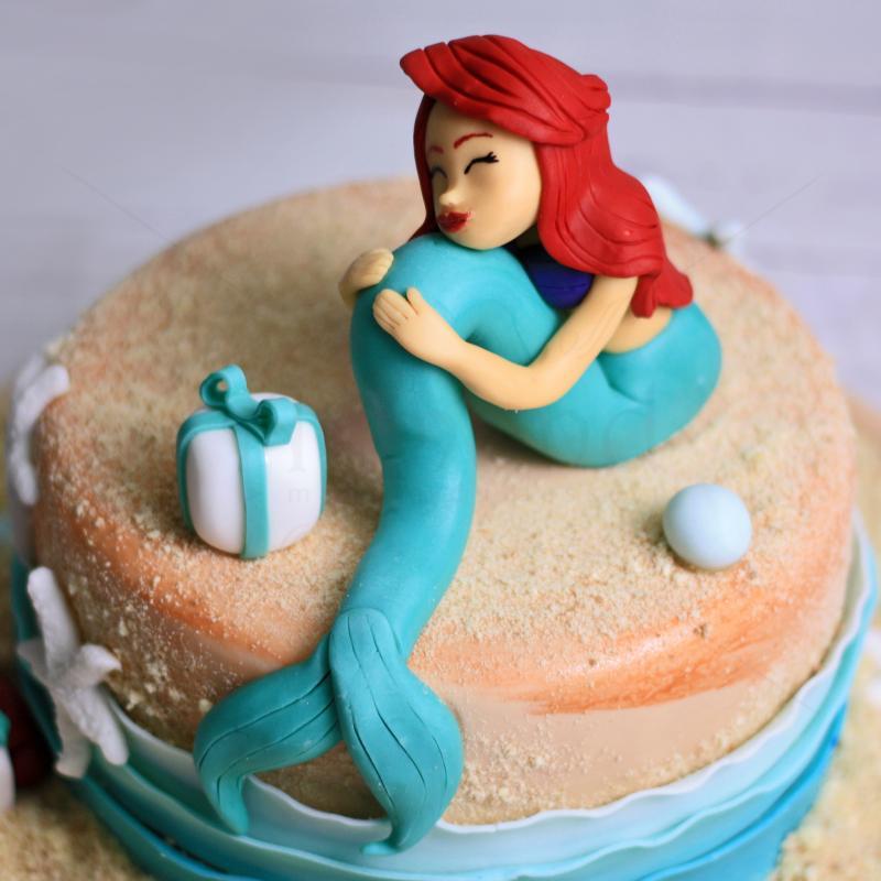 Tort Mica Sirena Ariel pe plaja