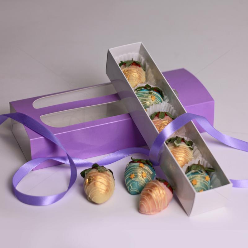 Cutie cu capsuni glazurate in ciocolata personalizata