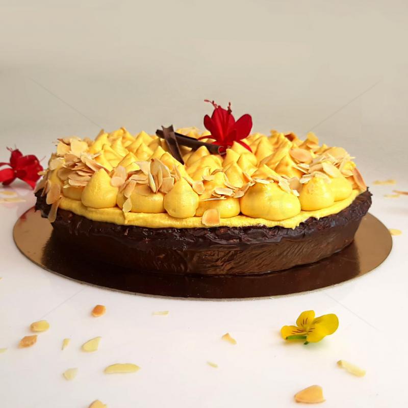 Tarta cu mango si caramel sarat