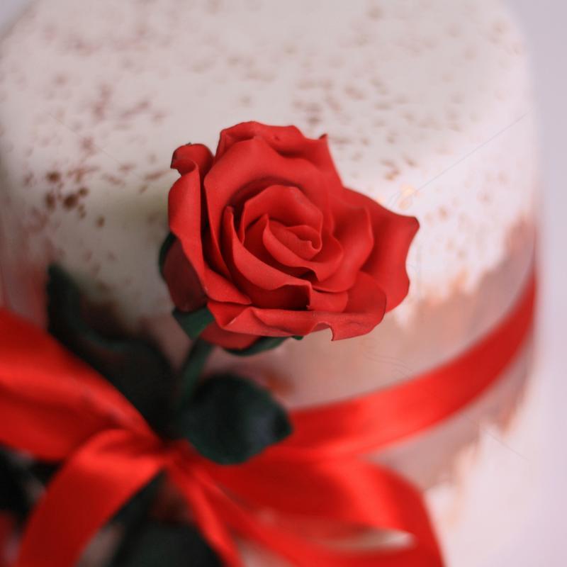 Tort trandafir