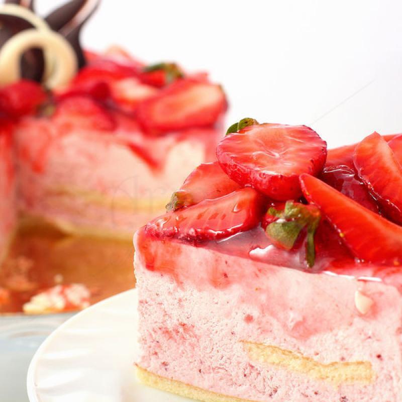 Tort Mousse Capsuni