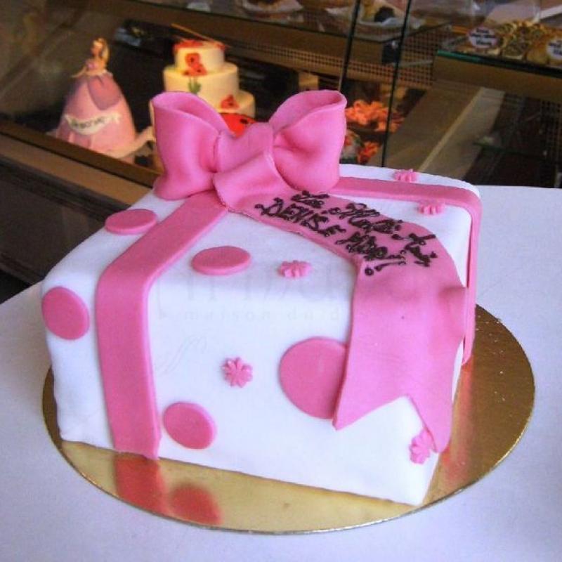 Tort Cadou cu buline roz