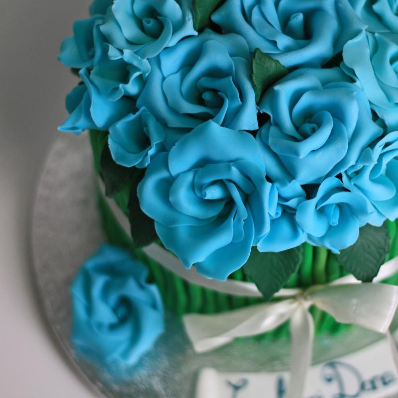 Tort Buchet trandafiri mov