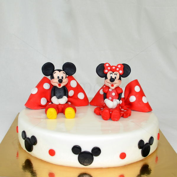 Tort rotund cu Mickey si Minnie