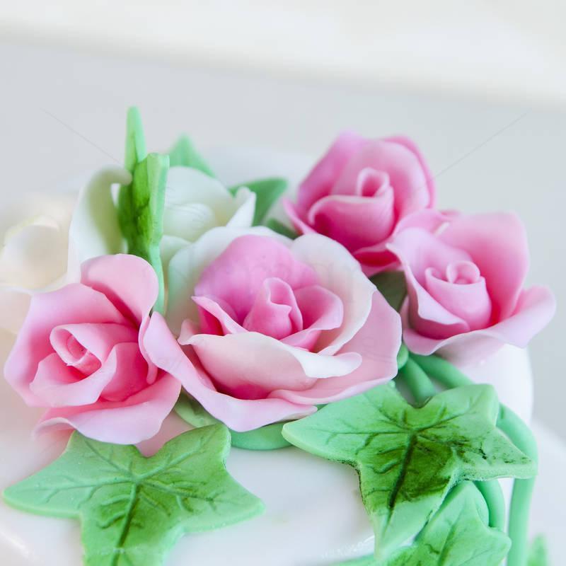 Tort Miniroze si frunze de iedera