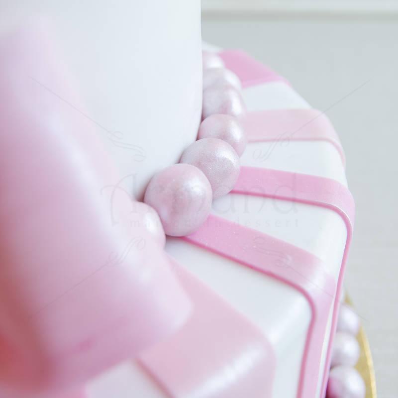Tort de nunta Funda roz prafuit si fluturi